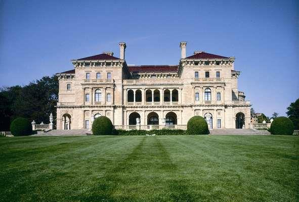 The gatsby life in newport rhode island Great gatsby house tour