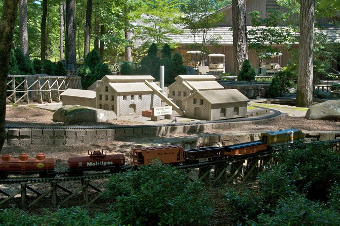 Model Train @ Graven Woodlands.