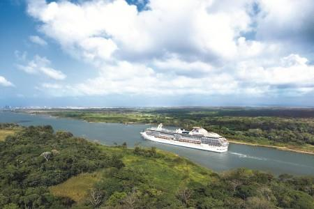 Coral Princess on Gatun Lake