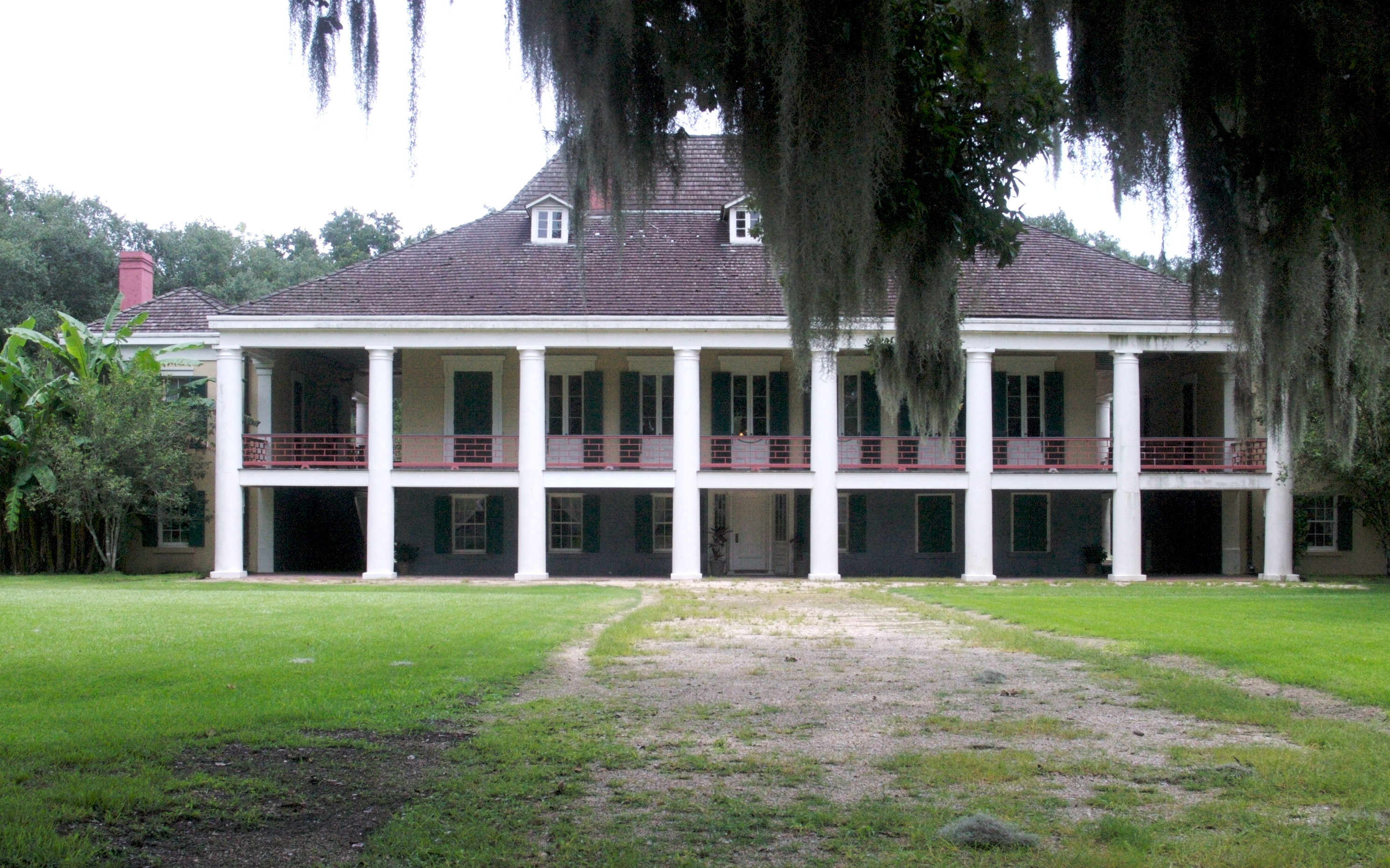 Vestiges of the old south for Louisiana style house