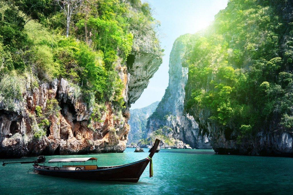 shutterstock_125319602_thailand_krabi_railay-beach_long-boat1600x1067