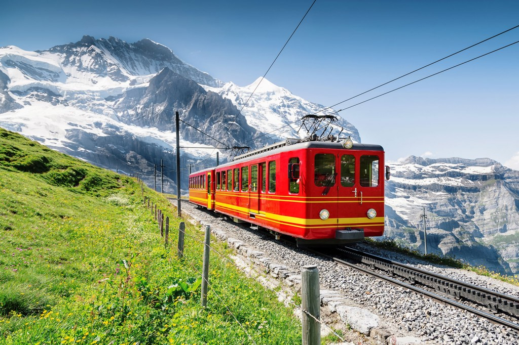 shutterstock_178807262_switzerland_jungfrau_cable_car1600x1067