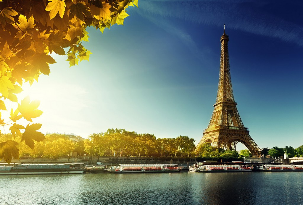 shutterstock_208092001_france_paris_eiffel_autumn1600x1084