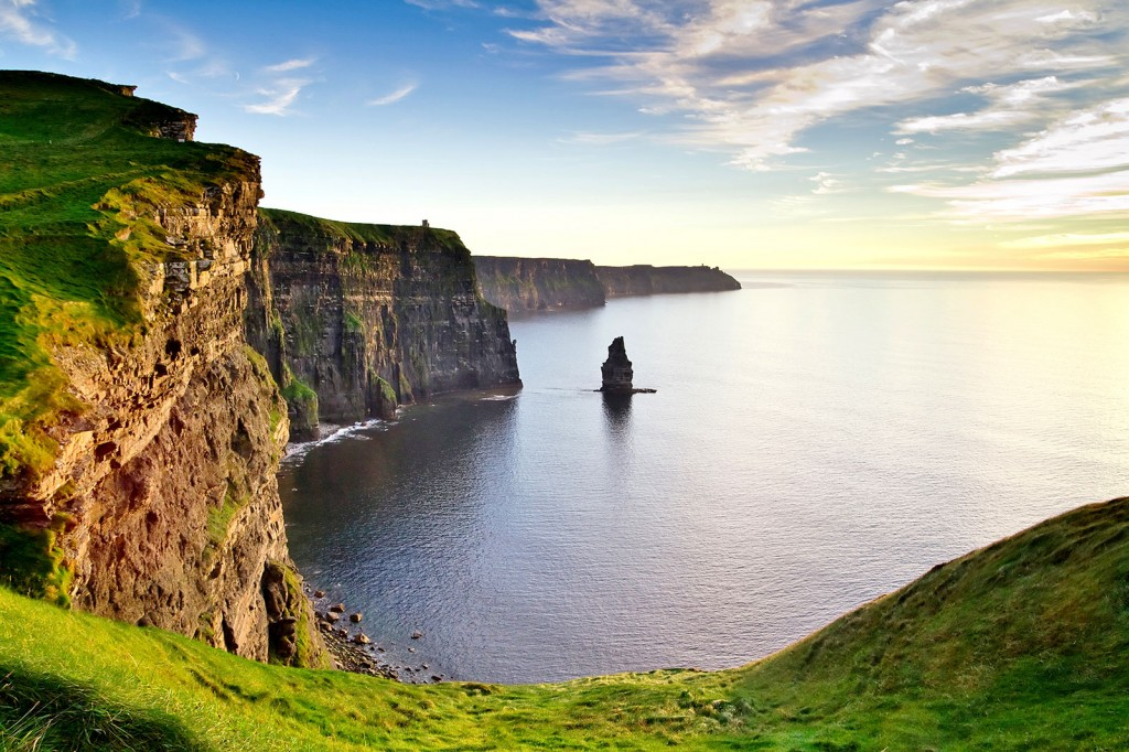 shutterstock_69040969_ireland_cliffs_of_moher1600x1067