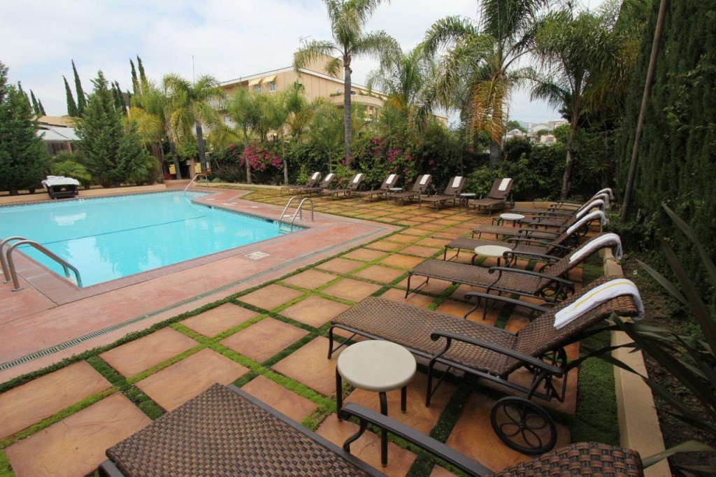 Hollywood Hotel - Pool - Wide Angle Aug 2011