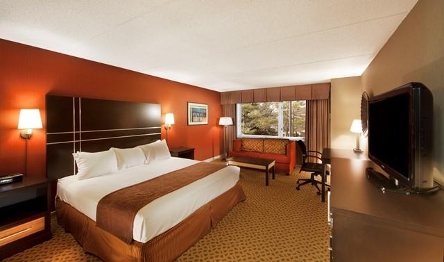 Radisson Green Bay Guest Room King B v 2 resized