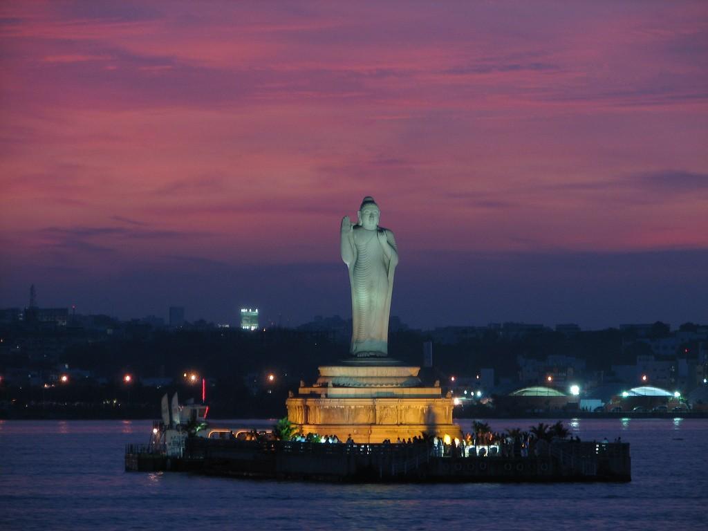 The Buddha statue at the Hussain Sagar – Photo by Alosh Bennett, CC BY 2.0