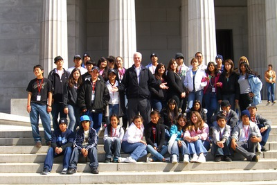 JM center with student group @ Grants Tomb NYC