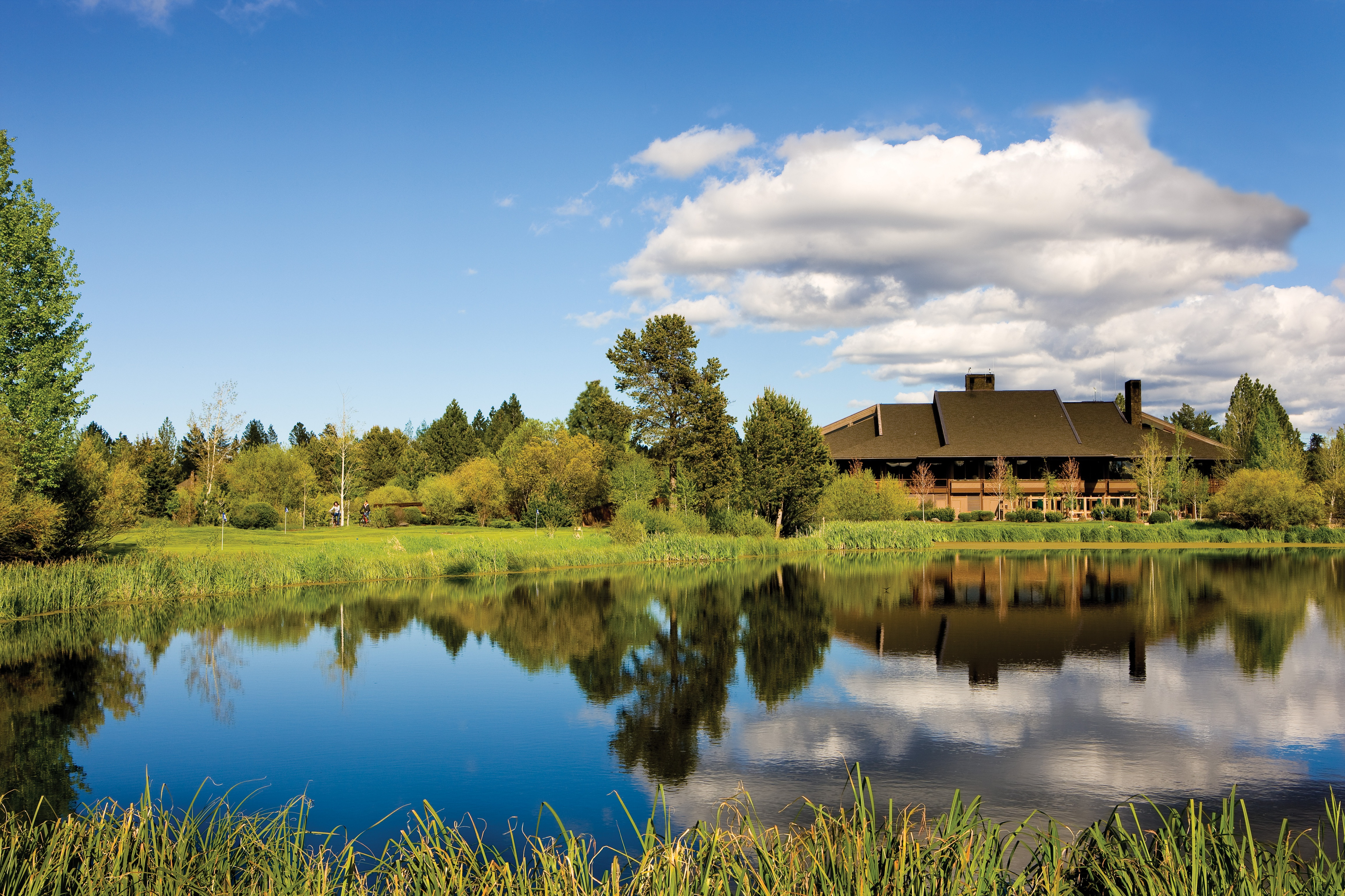 sun river City guide to sunriver oregon to local resources including accommodations, visistor information, food and beverage, dining, attractions, activities.
