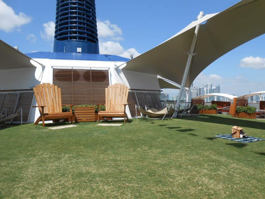 The Lawn Club Grill on Celebrity Reflection