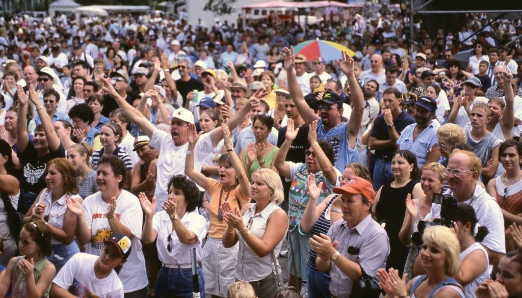 S&P cheering crowd