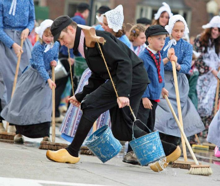Pella street scrubbers
