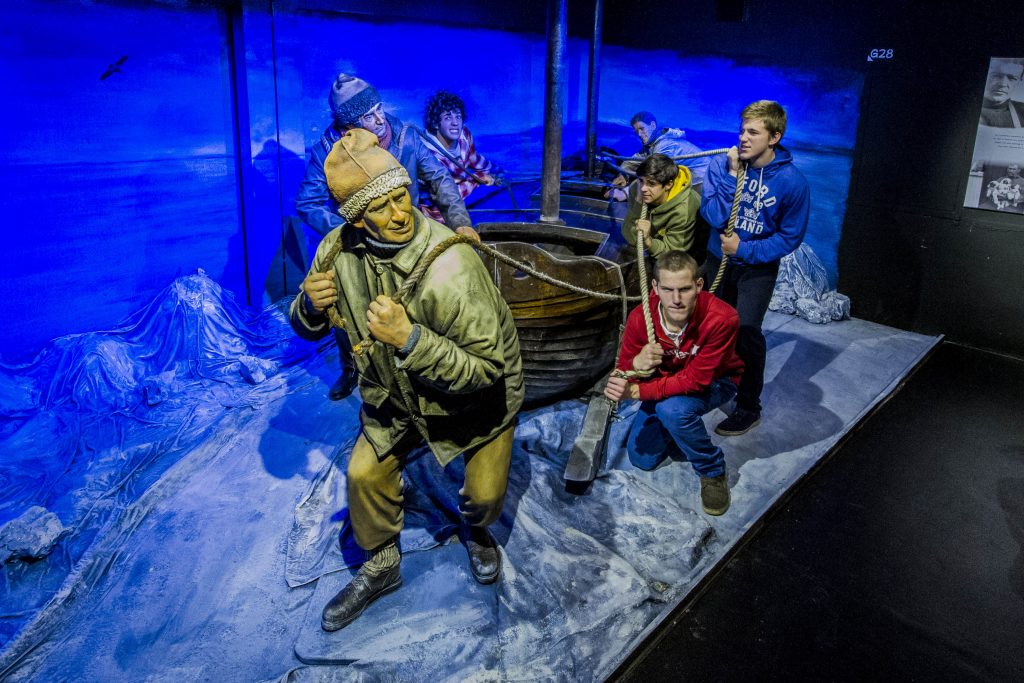 Tourists can pose with Antarctica explorer Ernest Shackleton at Historia Fueguina Thematic Gallery.
