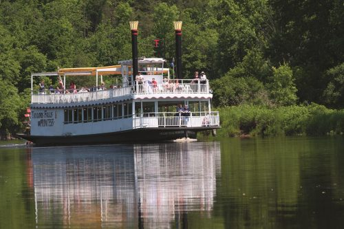 Tour boat on the St. Croix River Interstate State Park