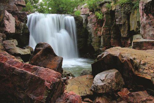 winniwissa-falls-at-pipestone-national-monument_