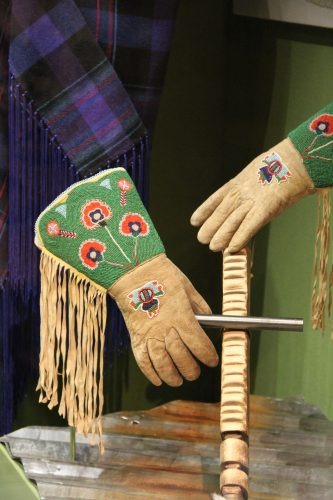Bear dance gloves