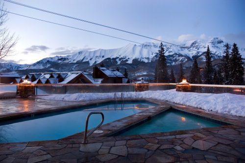 Night-time-pool-shot