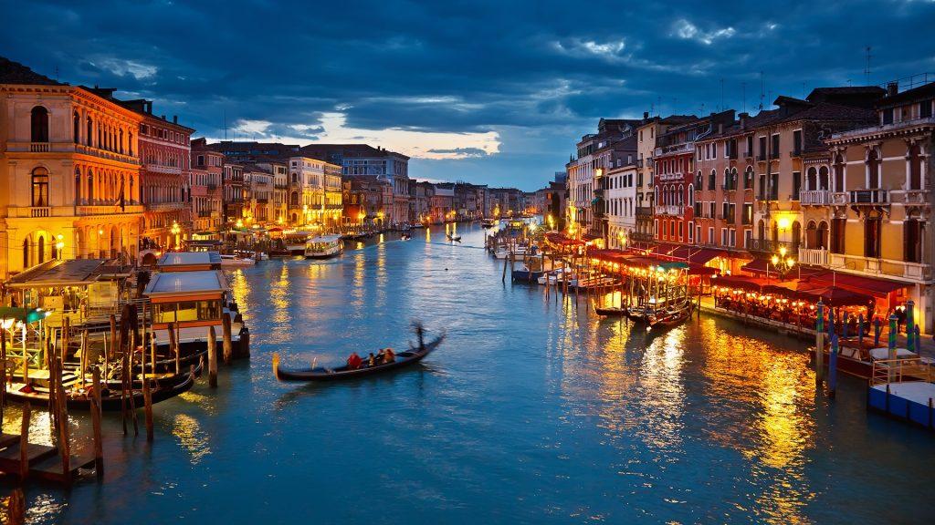 Gondola trip down the Venice's Grand Canal