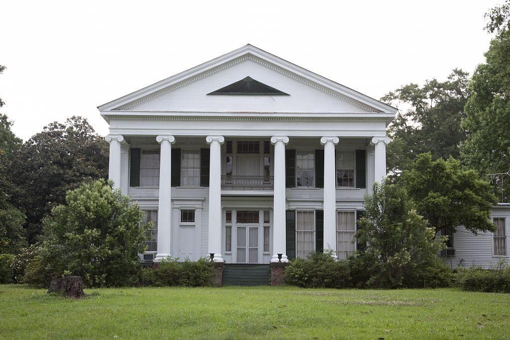 Southern_facade_of_Magnolia_Hall