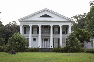 Southern_facade_of_Magnolia_Hall