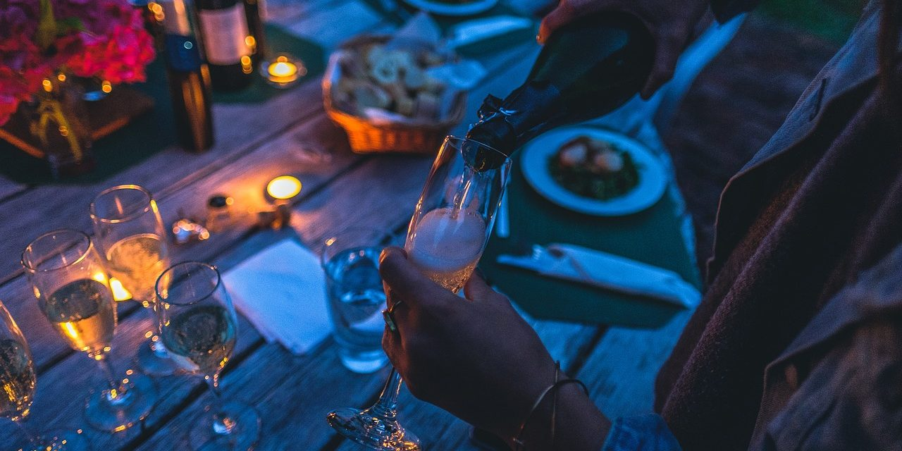 Why You Should Plan A Meal With Friends After You Come Back From Traveling