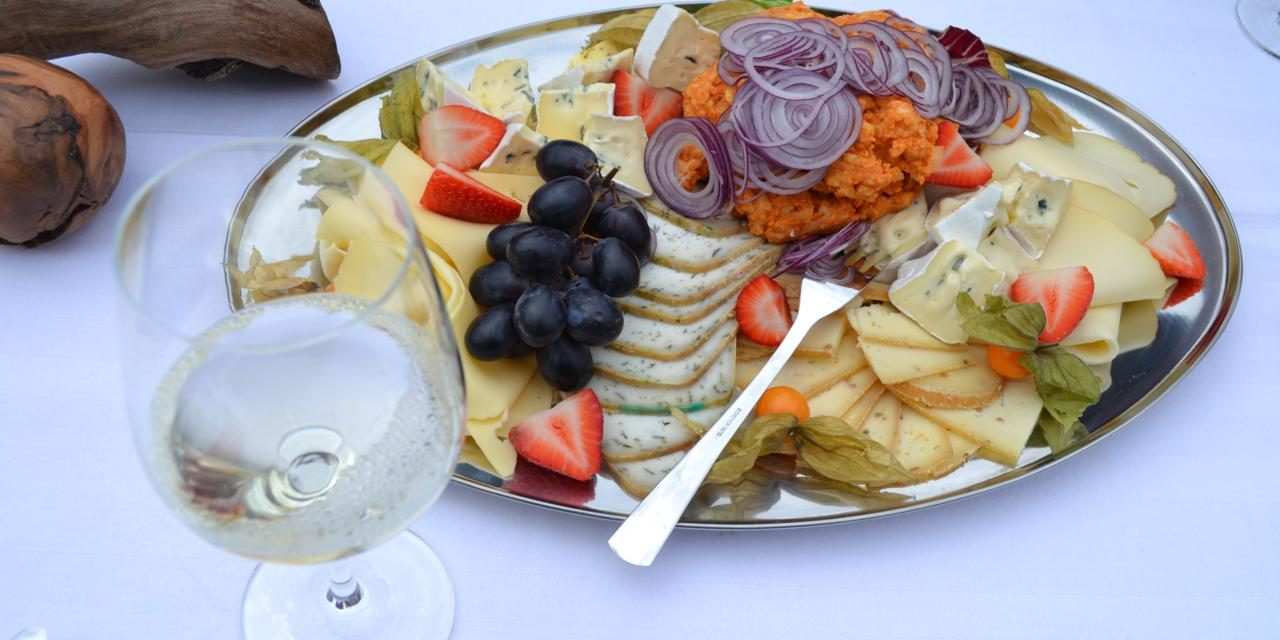 8 Meal Planning Tips for Religious Tours