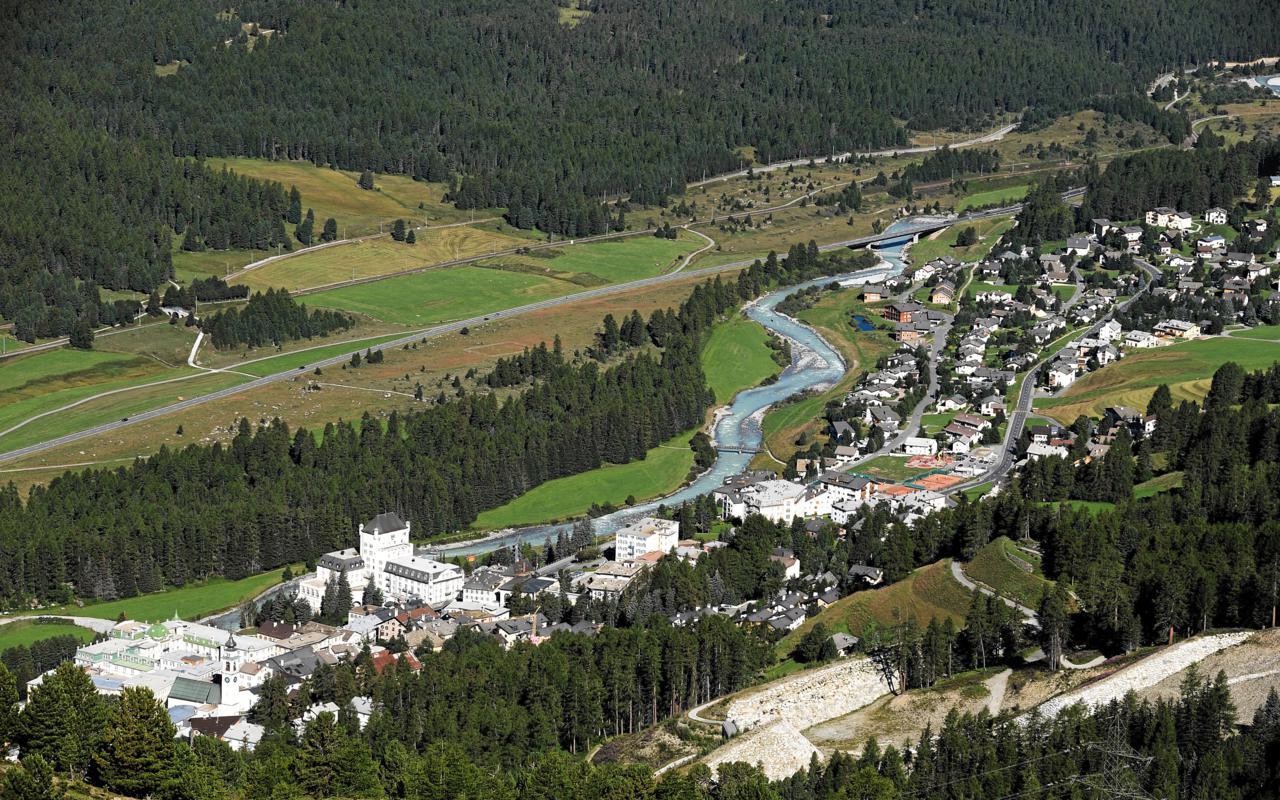 ENGADIN St. Moritz: Das Dorf Pontresina