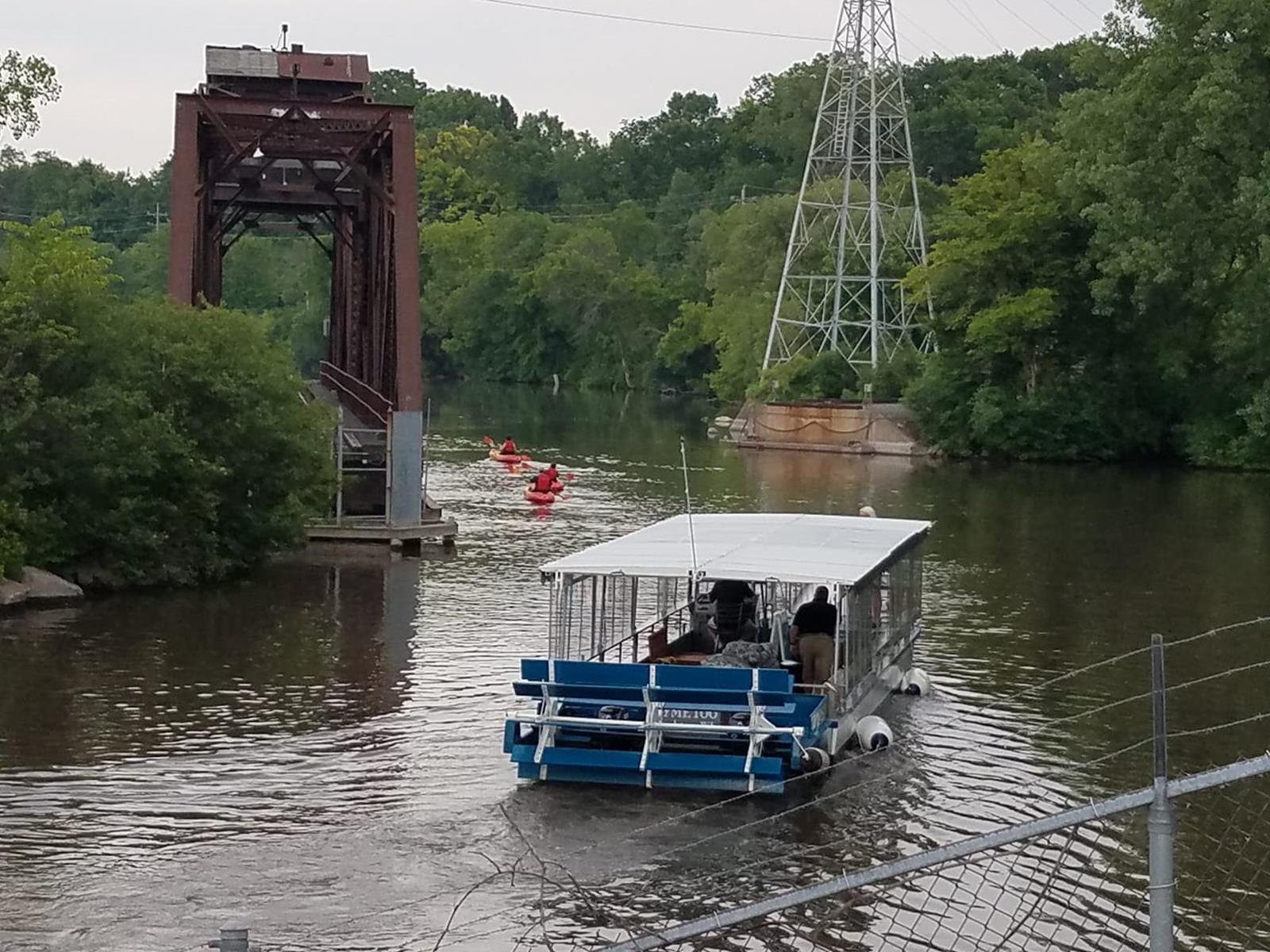 RTT with kayaks by Rr bridge