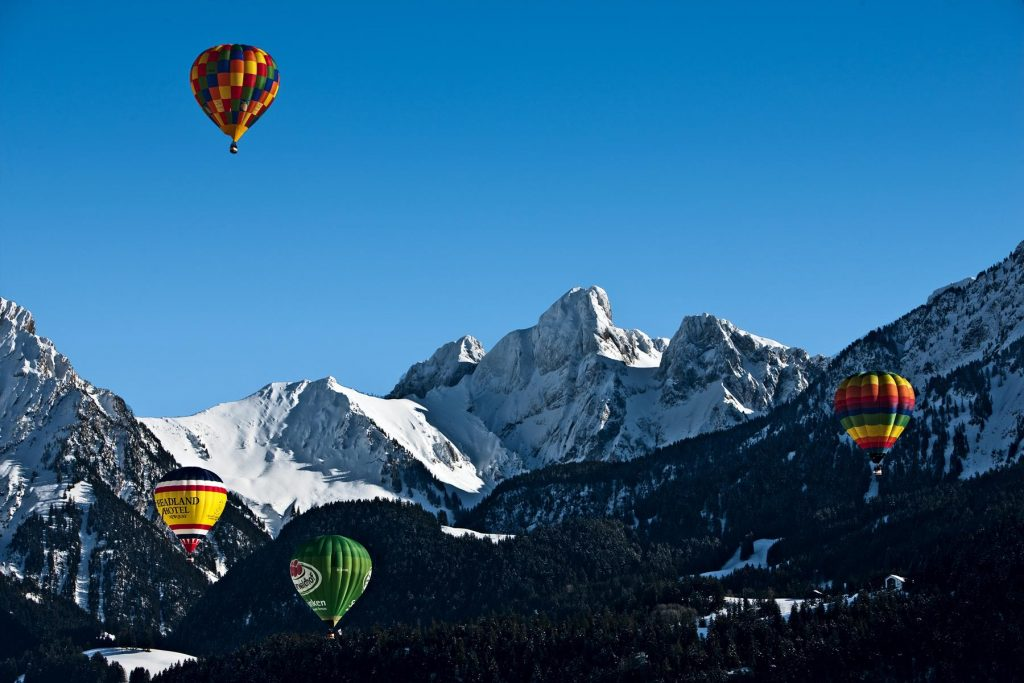 Château-d'Oex hosts the International Balloon Festival. - swiss festival
