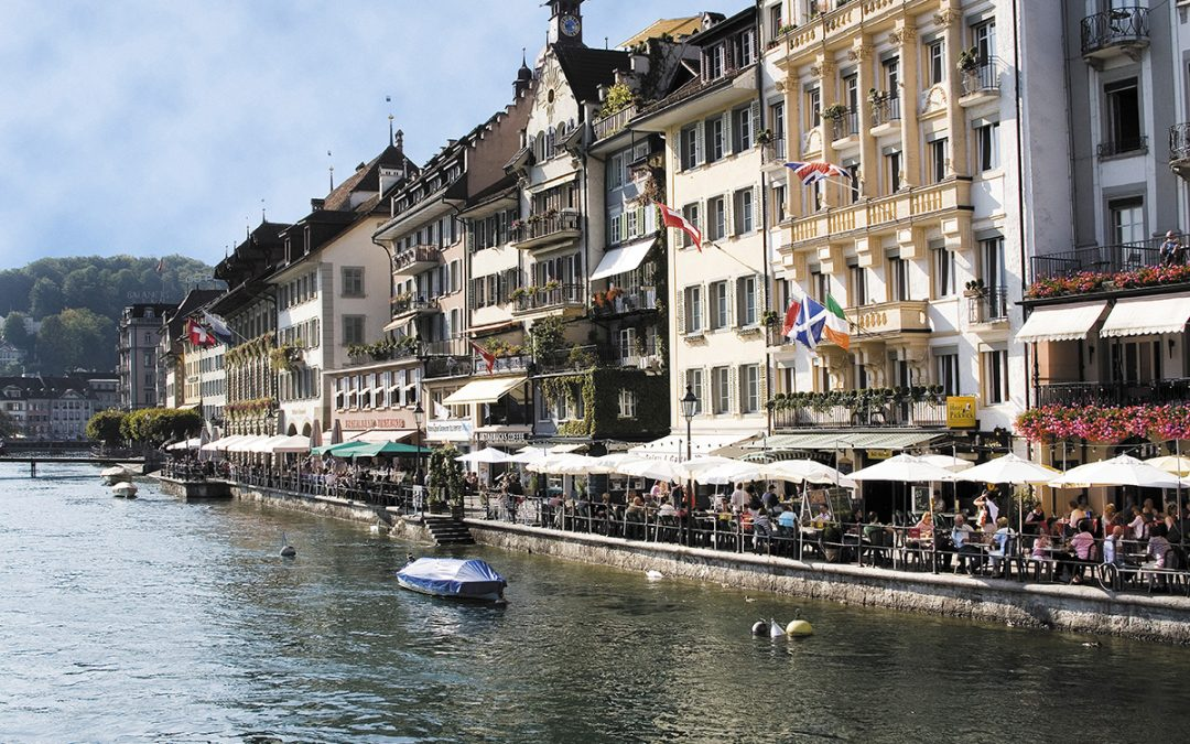 Switzerland. get natural. Lucerne, Reuss Quay: Find a wide range of restaurants, from Gourmet Eatery to Ale. Schweiz. ganz natuerlich. Luzern, Reussquai: Vom Feinschmeckerrestaurant bis zur Rathausbrauerei reihen sich die unterschiedlichsten Restaurants aneinander. Suisse. tout naturellement. Lucerne, quai du Reuss: On y trouve tout, du gourmet restaurant a la brasserie. Copyright by Luzern Tourismus AG By-line: swiss-image.ch *** Local Caption *** Rathausquai_MG_9933_big_rgb.tif