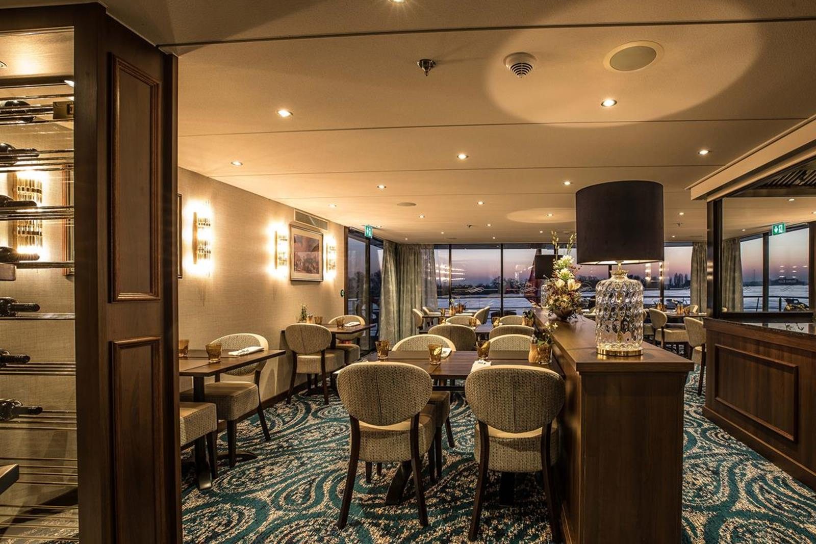 MS George Eliot bistro night 1 - Courtesy of Riviera River Cruises