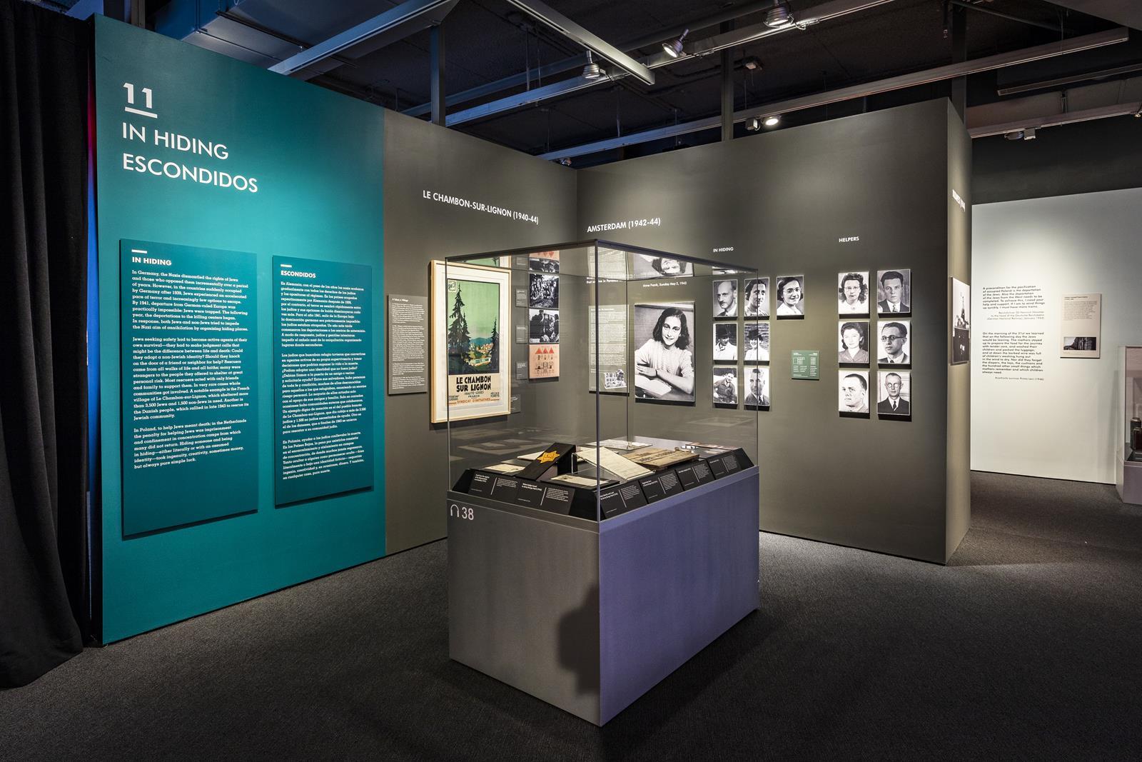 Anne Frank - Artifacts Case