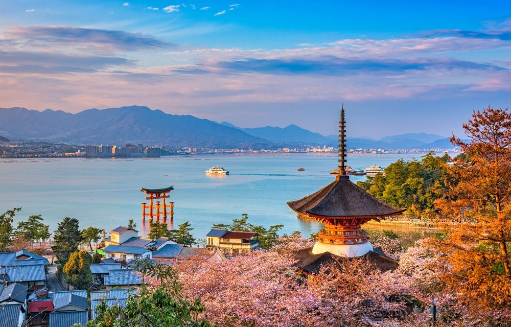 Top 5 Shrines and Temples to Visit in Hiroshima: Guide to Japan Travel