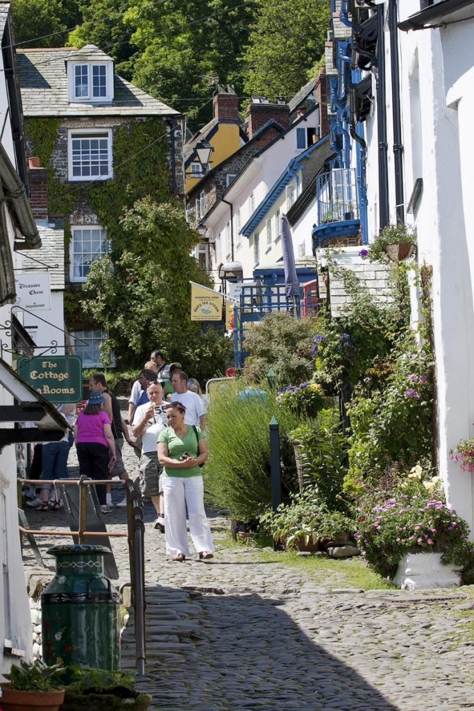 Clovelly.Devon.Strolling.Through.Its.Cobbled.Walkways