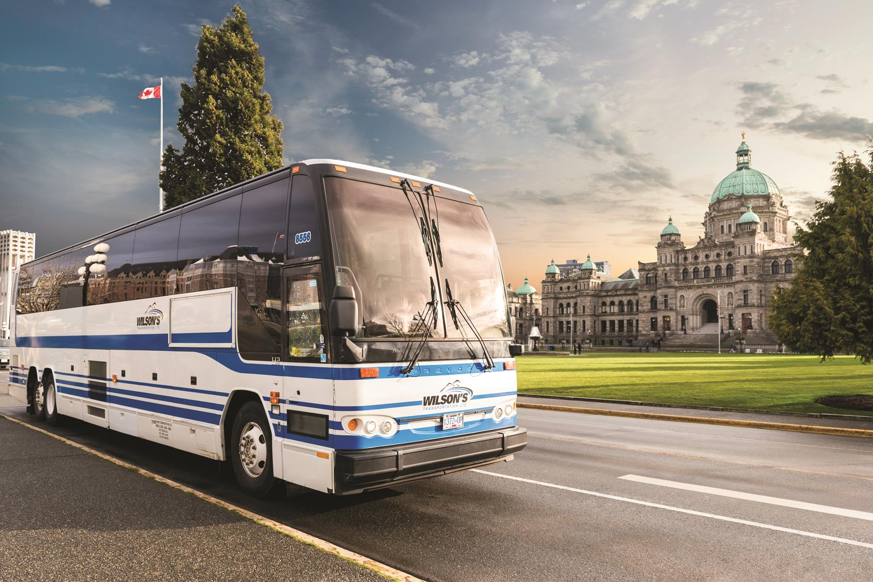 Victoria - Wilsons Bus at Victoria Legislature Building - Canadian Vacation