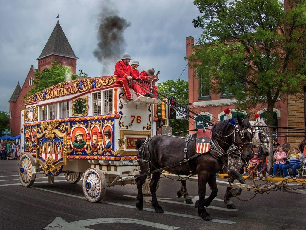 Circus Parade TW