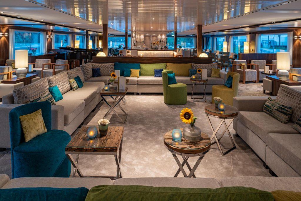 -Amadeus Star Panorama Lounge and Bar
